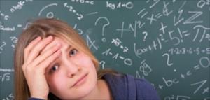 Schülerin vor MatheaufgabenMathematik  überfordert